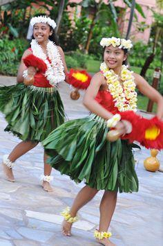 Royal Hawaiian Center, FREE Evening Entertainment Tuesday Thru Saturday at 6:00PM, Hula, Live Music, Dancers, Grass Skirt, Red, Uli Uli, Plumeria, Lei