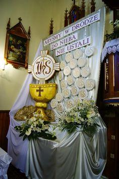 Faith Crafts, Communion Cakes, Altar Decorations, First Holy Communion, Corpus Christi, Kirchen, Mini Books, Diy Party, Event Decor