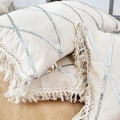 Diy Pillows, Floor Pillows, Cushions, Throw Pillows, Sitting Pillows, Dresser Styling, Moroccan Wedding Blanket, Boho Trends, Boho Chic