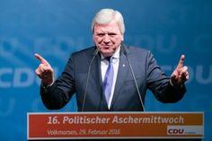 Fotojournalist Kassel | Volker Bouffier | Politischer Aschermittwoch der CDU Volkmarsen | Karsten Socher Fotografie http://blog.ks-fotografie.net/pressefotografie/angela-merkel-volker-bouffier-kwhe16-volkmarsen/
