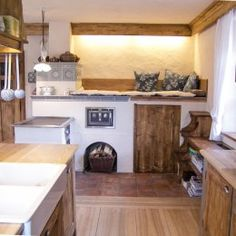 kuchyn s kachlovymi kamny Cob House, Japanese Interior Design, Home, Home Hacks, Sweet Home, Kitchen Stove, House, Old Kitchen, Interior Design