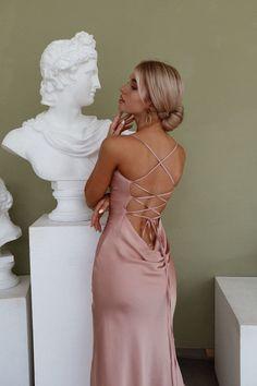 Stunning Prom Dresses, Pretty Prom Dresses, Grad Dresses, Satin Dresses, Beautiful Dresses, Dusty Pink Bridesmaid Dresses, Fitted Prom Dresses, Satin Midi Dress, Pink Prom Dresses