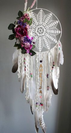 Super Ideas for crochet doilies dreamcatcher diy dream catcher Doily Dream Catchers, Dream Catcher Craft, Dream Catcher Boho, Dream Catcher Bedroom, Dream Catcher Wedding, Making Dream Catchers, Dreamcatcher Crochet, Dreamcatchers Diy, Dream Catchers