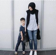 New style hijab casual kemeja Ideas Modest Fashion Hijab, Street Hijab Fashion, Hijab Style, Casual Hijab Outfit, Hijab Chic, Muslim Fashion, Fashion Pants, Trendy Fashion, Fashion 2020