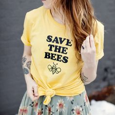Ehi, ho trovato questa fantastica inserzione di Etsy su https://www.etsy.com/it/listing/472458127/save-the-bees-save-the-bees-shirt-womens