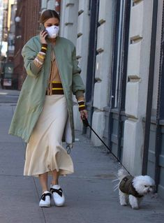 Olivia Palermo Out with Her Dog in Brooklyn Olivia wore Chinti & Parker Striped Pattern Cardigan, Olivia Palermo + Fluted Wool Blend Skirt and Alexandre Birman Clarita Sneakers. Look Olivia Palermo, Olivia Palermo Street Style, Olivia Palermo Outfit, Estilo Olivia Palermo, Olivia Palermo Lookbook, Olivia Palermo Wedding, Milan Fashion Weeks, New York Fashion, Star Fashion