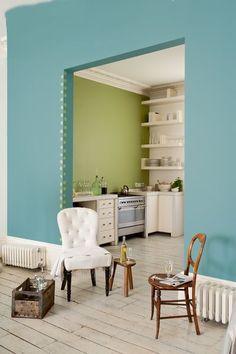 Használd ki a színblokkokban és kreatív  mintákban rejlő természetes zöldek  teljes skáláját és kombináld hideg, kék  árnyalatokkal és melegebb, sárgás  zöldekkel.