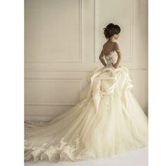 Stunning dress by @maisonyeya  @maisonyeya  @maisonyeya  #wedding #bridal #bride #weddings #bertunang #dubaiwedding #flawless #dubai #india #turkey #italy #france #brazil #romantic #gelin #gelinlik #dugun #mua #noivinha #noivinhas #vestidonov #noivad #noivinha #vestidodenoiva #vestidonov