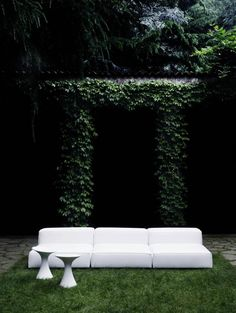 Extrasoft outdoor, design Piero Lissoni x Living Divani Outdoor Stools, Outdoor Sofa, Outdoor Spaces, Outdoor Living, Outdoor Decor, Outdoor Tables, Fresco, Garden Furniture, Outdoor Furniture