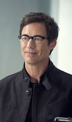 The Flash 1x02 Fastest Man Alive - Harrison Wells wearing Spectaculars Model Rusty