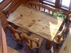 Rustic Pine Log Diningroom Table and Chairs