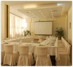 REUNIONES  EVENTOS: Radisson Antofagasta cuenta con 8 salones para distintas necesidades y un completo equipo profesional que hará de su evento, convención o reunión, todo un éxito. Destaca el área de la terraza y piscina, ideal para cocktails.