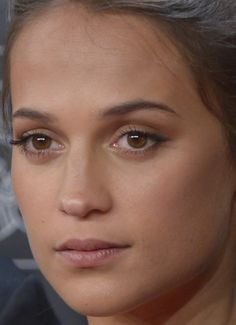 Close-up of Alicia Vikander at the 2017 Madrid premiere of 'Submergence.'