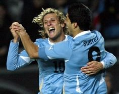 I love seeing men doing the happy dance!!! #CopaAmerica2011  #Uruguay @DiegoForlan @LouisSuarez