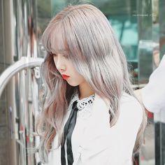 at KBS Music Bank building Sinb Gfriend, Banks Building, Girl Korea, G Friend, Entertainment, Long Hair Styles, Angel, Beauty, Music