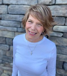 Top 10 Fall Hair Colors for Women Over 60 in 2021 Short Hair Over 60, Short Hair With Layers, Cute Blonde Hair, Hair Today Gone Tomorrow, Creamy Blonde, Edgy Haircuts, Low Maintenance Hair, Latest Hair Color, Fall Hair Colors