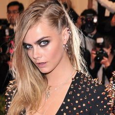 Cara Delevingne at Punk themed 2013 Met Ball Rock Hairstyles, Fancy Hairstyles, Rock Makeup, Hair Makeup, Cara Delevingne, Edgy Updo, Half Shaved Hair, Red Carpet Hair, Stunning Eyes
