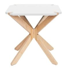 Odkládací stolek Rudy se vyznačuje použitím tradičních materiálů ve spojení s originálním designem a minimalistickým pojetím.
