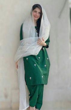 Fancy Dress Design, Stylish Dress Designs, Designs For Dresses, Stylish Dresses, Casual Dresses, Casual Outfits, Unique Dresses, Simple Pakistani Dresses, Pakistani Fashion Casual