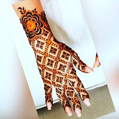 No photo description available. Indian Henna Designs, Basic Mehndi Designs, Latest Bridal Mehndi Designs, Full Hand Mehndi Designs, Stylish Mehndi Designs, Mehndi Designs For Girls, Wedding Mehndi Designs, Dulhan Mehndi Designs, Beautiful Mehndi Design