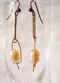 Boucles d'oreilles en grosses perles de culture baroques blanches : Boucles d'oreille par patynett