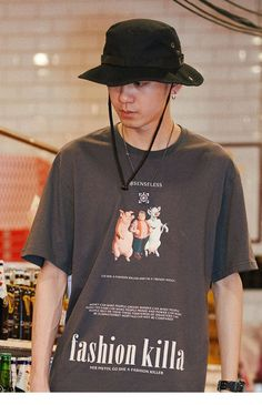 Streetwear is a style of casual clothing which became global in the hip hop, punk and Japanese street fashion. Eventually haute couture became an influence. Top Streetwear, Streetwear Brands, Streetwear Fashion, Shirt Print Design, Tee Shirt Designs, Fridah Kahlo, Daily Street Looks, Urban Apparel, Urban Outfits