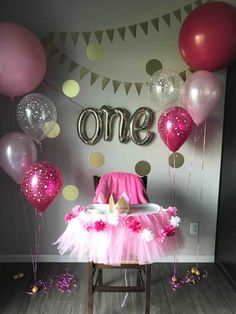 Girls Birthday Party themes Unique Evergreen Stylish Party Decoration Idea for One Year Old Boy or G One Year Birthday, Girls Birthday Party Themes, Baby Girl 1st Birthday, First Birthday Parties, First Birthday Decorations Girl, Birthday Backdrop, Balloon Birthday, Ballerina Birthday, Gold Birthday