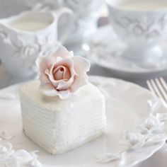 {Wedding Trends} : Mini Cakes ~ Fabulous ideas of mini-cake designs and some creative ways to incorporate them into your wedding