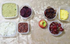 Living that university tupperware life  This is breakfast and lunch Breakfast: apple grapes 450g pack of dates & leftover pineapple Lunch: Rice quinoa beans&  beets Love eating plants  in abundance!  F diets that make u miserable and undercarbed af and just go vegan #vegan #rt4 #801010 #vegana #plantbased #foodie #carbs #starchsolution #mcdougall #healthy #monomeal #doyouevenricebrah #food #frutarian #fruit #bananas #cutcarbscutlife #panamavegan #vegansofig #plantstrong #carbsafterdark #hclf…