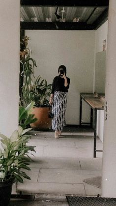 Discover recipes, home ideas, style inspiration and other ideas to try. Modest Fashion Hijab, Modern Hijab Fashion, Batik Fashion, Casual Hijab Outfit, Hijab Fashion Inspiration, Ootd Hijab, Muslim Fashion, Girl Hijab, Kebaya Modern Hijab