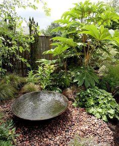Small Water Features In Every Small Garden - Garden Design House Diy Water Feature, Backyard Water Feature, Ponds Backyard, Backyard Landscaping, Landscaping Ideas, Japanese Water Feature, Backyard Ideas, Backyard Waterfalls, Backyard Shade