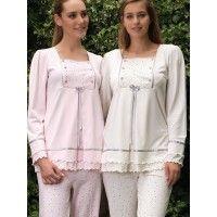 Bone lohusa pijama takım 3711; uzun kollu ve saten işlemeli lohusa pijama takımının ön kısmı yanlardan düğmeli olup emzirme sırasında büyük kolaylık s