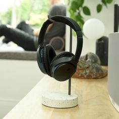 A stylish way to display and store your headphones. Stackers headphone stand in with terrazzo effect, provides you with a contemporary and safe place to look after your headphones and is an organisational must-have for any tech lovers. Desktop Organization, Jewelry Organization, Organizing, Home Tech, Container Store, Terrazzo, Trinket Boxes, Tech Accessories, Gifts For Him