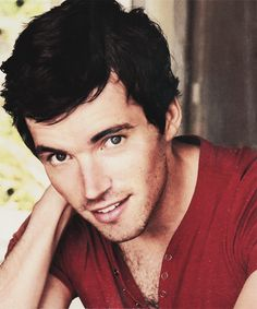 Ian Harding... Gahhhhhhh! My jaw always drops open and i drool a little every time I look at those eyes