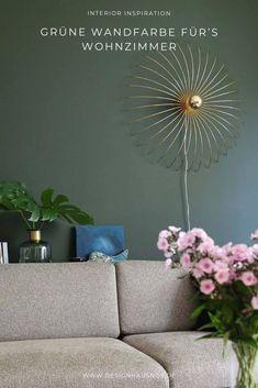 Unser neues Farbkonzept: dunkelgrüne Wandfarbe mit messingfarbenen und schwarzen Elementen #wohnen #einrichten #ideen #interior #design #wohnzimmer #livingroom #wandfarbe #grün #green #wallpaint Home Decor Furniture, Design, Classic Dining Room, Green Colour Palette, Dining Room Paint, Apartment Dining Rooms, Small Condo, Refurbishment