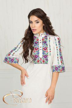 Сукня з вишивкою. Тканина - льон. Вишивка - машинна, подвійний хрестик. Виготовляється по індивідуальному замовленню.