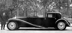 Bugatti Type 41 'Bugatti Royale' 'Coupé Napoleon' châssis n° with a Packard body. After a crash by Ettore Bugatti, Carrosseries C. Weymann, Paris constructed a timber framework covered with leather, to reduced body noise and weight. Bugatti Royale, Luxury Sports Cars, Sport Cars, Maserati, Vintage Cars, Antique Cars, Vintage Auto, Auto Motor Sport, Car Racer