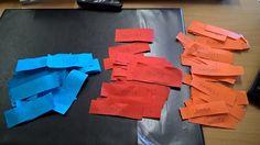 Subjektit sinisillä, predikaatit punaisilla ja objektit oransseilla lapuilla ja laput johonkin juoksukelpoiseen tilaan esim. pöydille tai tyynellä säällä ulos laatikoihin. Parista toinen juoksee kierroksen läpi lukien ja painaen mieleen yhden sanan kunkinvärisestä lapusta ja juoksee parinsa luo, joka kirjoittaa lauseen oikeakielisesti ylös (esim. Minä + pohtia + kameli -> minä pohdin kamelia). Juoksija vaihtuu ja seuraava käy hakemassa uudet sanat.