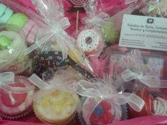 Cestita con gominolas y productos con forma de dulces como regalo para #eventos y #bodas