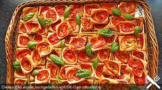 Blätterteig - Tomaten - Quadrate, good! Aber nächstes Mal mit Blätterteig. Habe in das Öl auch noch Basilikum gemixt