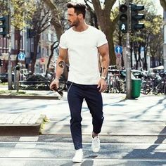 To don a casual look with a modern finish, dress in a white crew-neck t-shirt and navy chinos. Let your styling credentials truly shine by completing your look with a pair of white plimsolls. Mens Outdoor Fashion, Mens Fashion, Fashion Art, Fashion Check, Men Looks, Style Masculin, Casual Outfits, Men Casual, La Mode Masculine