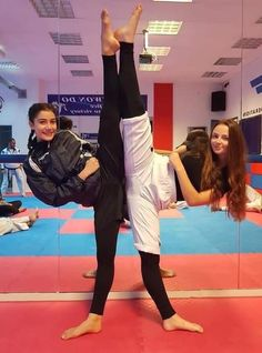 gym gymmotivation karate kylie momlife model training home club clubs clublife ukrainegirl uk homesweethome girl iloveyou iloveyousomuch fitnessmotivation bodybuildingmotivation bodypositive bodyart thamanna muaithai gm dm Female Martial Artists, Martial Arts Women, Female Art, Amazing Flexibility, Ju Jitsu, Karate Girl, Action Poses, Badass Women, Judo