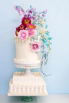 Month 3: Order your wedding cake and any other desserts you want on your big day! 12 Month Wedding Checklist @weddingchicks