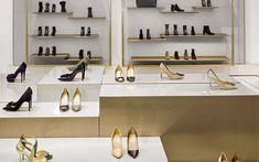 Showroom Design, Shop Interior Design, Shoe Store Design, Visual Merchandising Displays, Shoe Display, Handbag Stores, Store Interiors, Lady, Service Design
