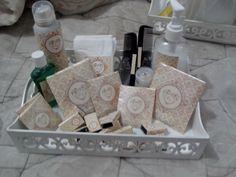 Kit banheiro - masculino - desodorante, pente, enxaguante bucal, fio dental, chicletes, lenço de papel, neosaldina, paracetamol.