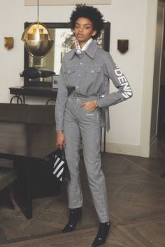 The complete Off-White Pre-Fall 2018 fashion show now on Vogue Runway. Autumn Fashion 2018, Fashion Week, Fashion Show, Womens Fashion, Mode Streetwear, Streetwear Fashion, Vogue Russia, Vogue Paris, Fashion Brands