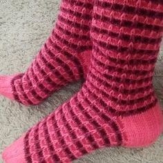 Me Naiset – Blogit   Sukkasillaan – Siniset sukat Socks, Fashion, Stockings, Moda, Fashion Styles, Sock, Fashion Illustrations, Boot Socks, Hosiery