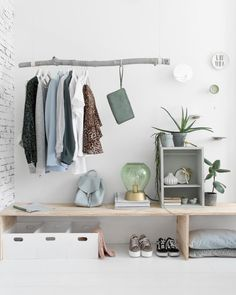 This style emerged in the mid-twentieth century and includes the foundations of minimalism and Nordic decoration . Keys to modern decoration Decorating Your Home, Interior Decorating, Interior Design, Interior Inspiration, Room Inspiration, Student Room, Bedroom Styles, New Room, Modern Decor