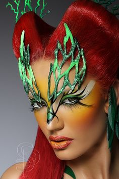 Creative Make up by Stefka Pavlova Poison Ivy style. If I ever do a Poison Ivy costume. Fx Makeup, Hair Makeup, Makeup Ideas, Halloween Make Up, Halloween Face Makeup, Halloween Costumes, Poison Ivy Costumes, Fantasy Make Up, Extreme Makeup