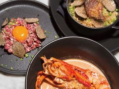 《 恵比寿 》深夜でも行ける大人ラウンジにリニューアル  『MERCER CAFE』  インテリアもメニューもよりリッチに一新! 名物の「濃厚オマールビスクらーめん」(¥2,400)や「黒胡椒を効かせたトリュフフォアグラごはん」(¥2,600)、「焼きトリュフユッケ」(¥2,300)など、高級食材をふんだんに使用したカフェ飯は、舌の肥えた大人のみならず、連れの女性のハートをも必ずやつかむこと請け合い。
